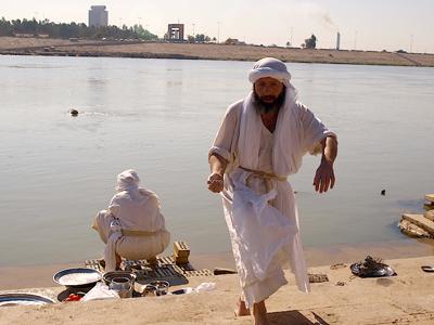 Mandeos a orillas del Tigris en Bagdad (Enero 2012)  | ©  Karlos Zurutuza