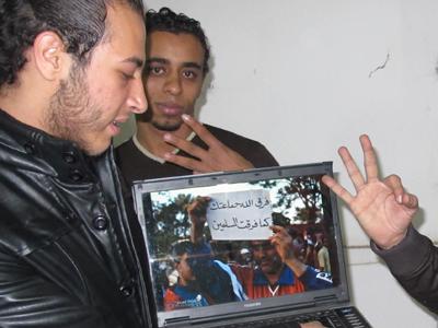 Miembros del Frente Revolucionario de Hadaik Al Quba en su sede de El Cairo (Diciembre 2013) |   © Laura Palomo / M'Sur