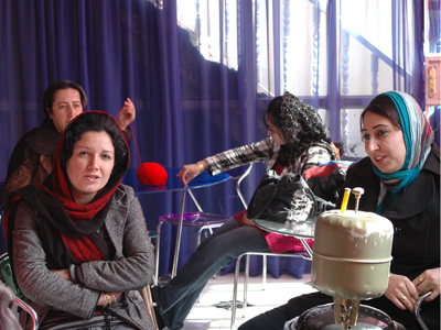 Activistas en el centro de mujeres de Halabya (Feb 2011)   © Ilya U. Topper