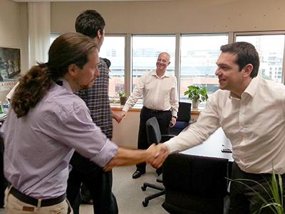 Pablo Iglesias saluda a Alexis Tsipras, líder de Syriza | © Facebook de A. Tsipras