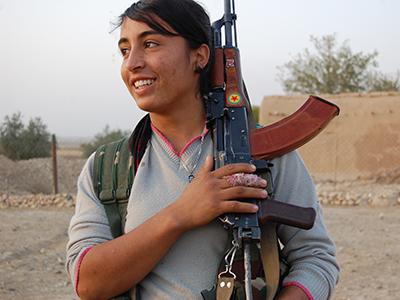 Miliciana kurda de las YPJ en el norte de Siria (2013) | © Laura J. Varo