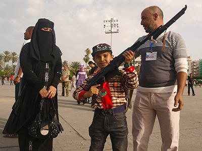 Viernes en la Plaza de los Mártires de Trípoli, Libia (Dic 2014) | ©  Karlos Zurutuza