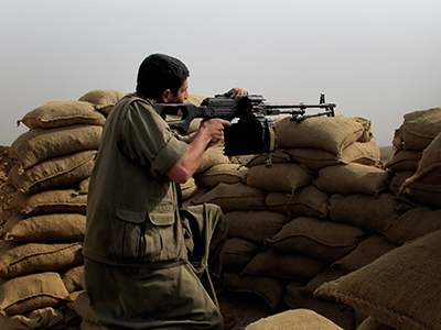 Un guerrillero del PKK en el frente de Nouafel (Kirkuk), Sep 2015 | © Karlos Zurutuza