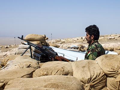 Un guerrillero del PAK kurdo-iraní, en el frente de Mosul (Ago 2016) | © Ethel Bonet