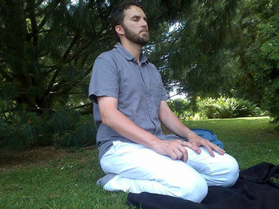 Ludovic-Mohamed Zahed rezando en Rennes, Bretaña (2013) | © L-M. Zahed / Facebook del imam (Cedido).