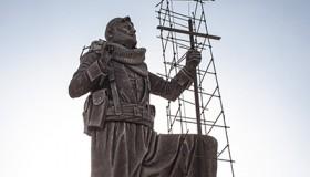 Estatua de un peshmerga en Kirkuk (2017) | © Ethel Bonet