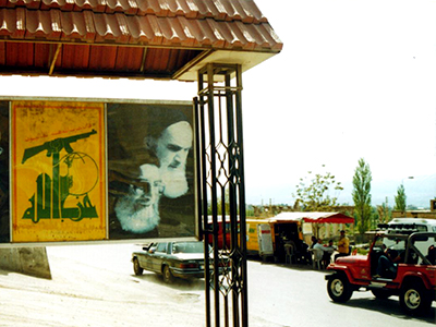 Cartel de Hizbulá cerca de Baalbek (Líbano). Abr 2005 | © Ilya U. Topper / M'Sur