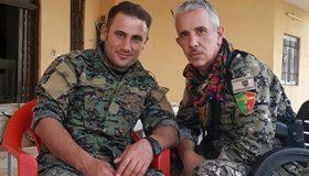 Marcos (dcha) y otro combatiente del YSB en Sinyar |  © Esther Peral