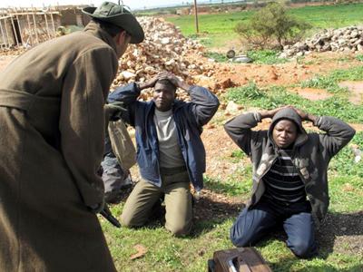 Inmigrantes subsaharianos detenidos por rebeldes libios (Feb 2011) |   ©  Daniel Iriarte