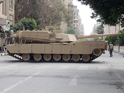 Tanque en una calle de El Cairo (Marzo 2011) |  © Eva Chaves