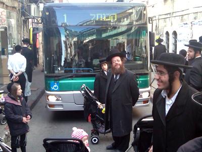 Ultraortodoxos bloquean un bus en Jerusalén (2012) |  © Carmen Rengel