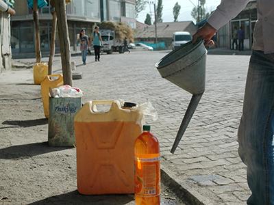 Traficantes de gasolina en Yüksekova (Hakkari), Ago 2010 | © I. U. T. /M'Sur