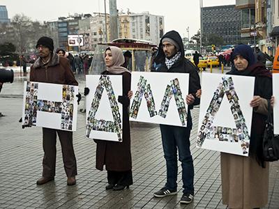 Manifestación en Estambul contra el asedio a Homs (Feb 2012)  |  © Ilya U. Topper
