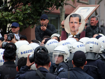 Manifestantes a favor de Asad en Estambul (Abr 2012) | © Ilya U. Topper