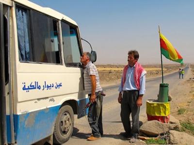 Control de carretera de la milicia kurda PYD en el Kurdistán sirio (Agosto 2012)  | © Karlos Zurutuza