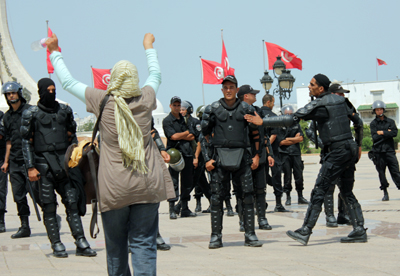 Mujeres en una manifestación en Túnez (2011) © J. de la Cruz
