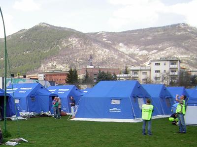 Campamento tras el terremoto de L'Aquila (2009) |  © Darío Menor /M'Sur