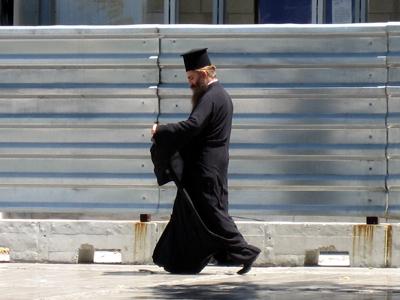 Un pope ortodoxo en Atenas (2009) | © Alejandro Luque / M'Sur