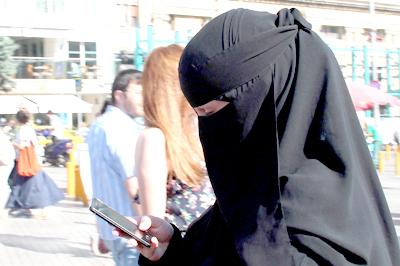 Turista árabe con niqab  en Estambul | © I. U. T.
