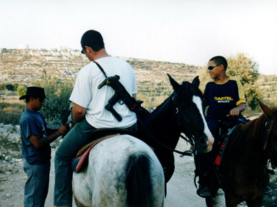 Colonos israelíes en Kedumim, Cisjordania (Sep 2001) |  © Ilya U. Topper