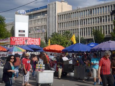 Protesta ante la radiotelevisión pública griega  ocupada; Atenas 2013  | Clara Palma