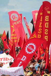 Banderas de sindicatos y partidos de izquierda en Taksim, Junio 2013  | © I. U. Topper