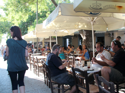 Café en Atenas (2012) | © Ilya U. Topper/M'Sur