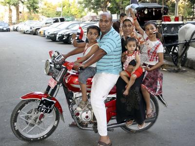 Una familia egipcia acude a Tahrir. (Julio 2013) | ©  Imane Rachidi /M'Sur