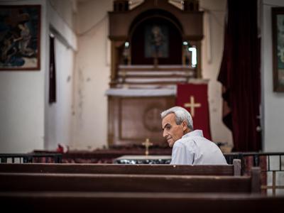 Musa Hamo en la iglesia de Tel Abyad (Siria) | © Sebastián Castañeda / El Comercio