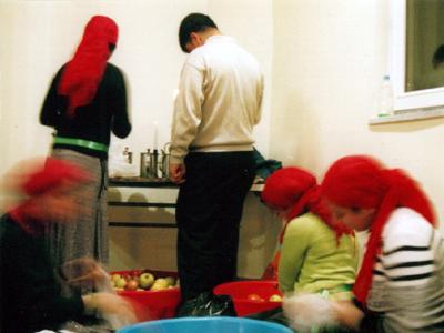 Jóvenes alevíes preparan frutan en una ceremonia cem (Estambul) | © I. U. T. / M'Sur