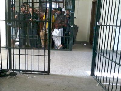 Inmigrantes en el centro de detención de Corintio (Enero 2013) | © Andrés Mourenza