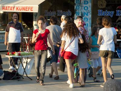 Jóvenes en Antakya (Hatay), ciudad turca de mayoría alauí. 2011 | © I. U. Topper