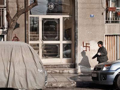 Cruz gamada en un barrio de Atenas  | © Andrés Mourenza