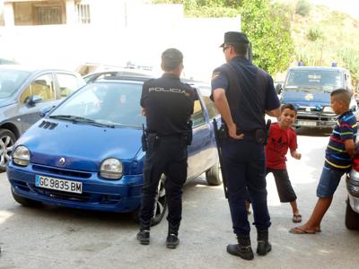 Policías en el barrio El Príncipe en Ceuta (Sep. 2013) | © Imane Rachidi /M'Sur