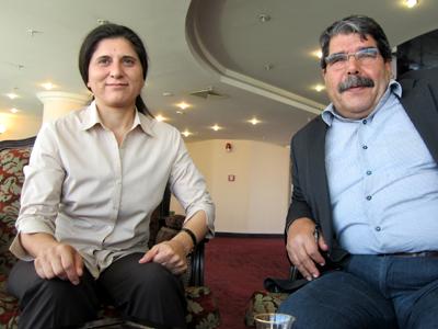 Asia Abdulá (izda.) y Salih Muslim, presidentes del PYD, en Erbil, Kurdistán, Julio 2013 | ©  Karlos Zurutuza