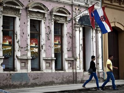 Calle céntrica en Vukovar, Croacia (2013)  | © Irene Savio