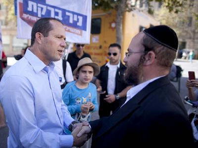 Barkat Nir (izda.) alcalde de Jerusalén, en campaña (2013) |  © Carmen Rengel