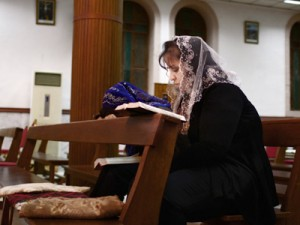 Una cristiana caldea en una iglesia de Erbil | © Ethel Bonet