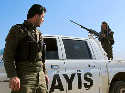 Patrulla de milicianos kurdos en el norte de Siria | © Karlos Zurutuza