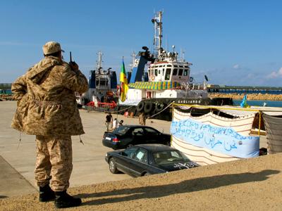 Puerto de Zuara, bloqueado por las milicias amazigh en protesta (Nov 2013) | ©  Karlos Zurutuza