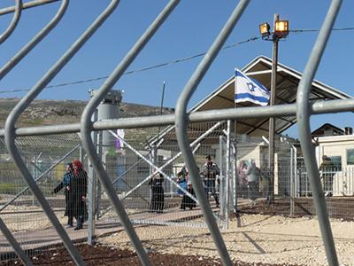 Control militar israelí ante Nablus (2009) |  © Nacho Prieto