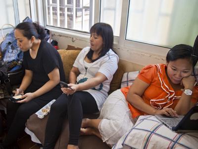 Empleadas asiáticas en Líbano, en su día libre (2013)  |   © Alana Mejía