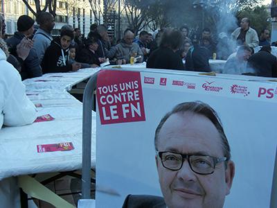 Mitin de la lista de izquierda de Marsella con un cartel del candidato socialista, Patrick Mennucci (Mar 2014) |  © Diana Mandiá