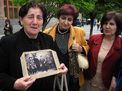 Hijas de supervivientes del genocidio armenio (Erevan, 2010)   |  ©  Daniel Iriarte
