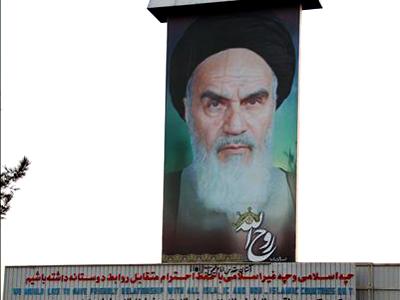 Mural de Jomeini en su mausoleo al sur de Teherán | © Nacho Prieto