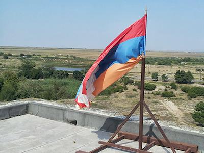 Bandera de Karabaj en el castillo de Shabulag (Agdam) 2013 | Vagharsh / Creative Commons 3.0