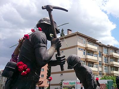 Monumento al minero en Soma (2014) |  © Lluís Miquel Hurtado