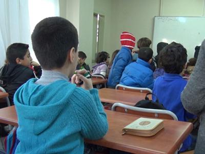 Niños en un colegio para refugiados sirios en Estambul (2014) | © LLuís Miquel Hurtado