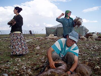 Nómadas yezidíes del monte Aragats (Armenia; 2004)   © Karlos Zurutuza