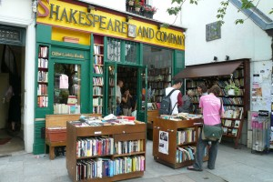 Shakespeare_and_Company_(July_2007)